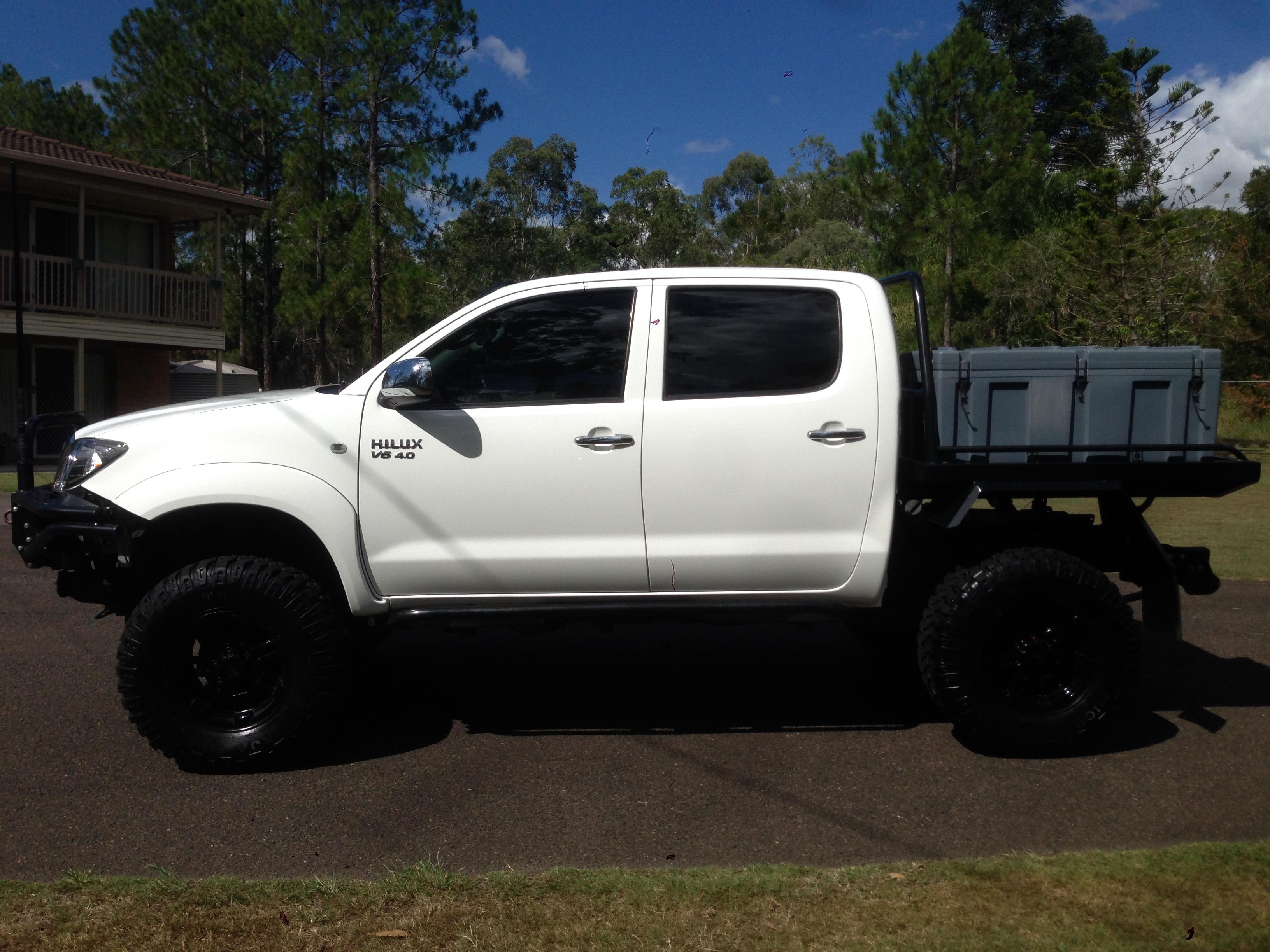 2011 toyota hilux sr5 4x4 ggn25r my11 upgrade car sales qld brisbane 2434521. Black Bedroom Furniture Sets. Home Design Ideas